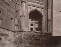 Close view of arched bay at south-west angle of the exterior of the Buland Darwaza, seen from the Diving Well, Fatehpur Sikri 1003550